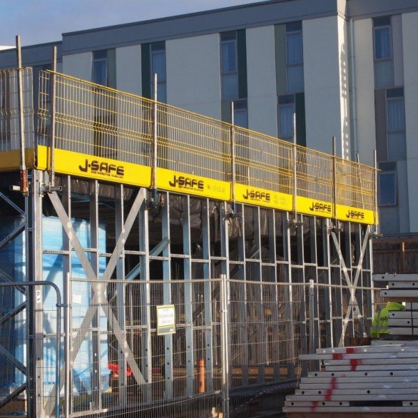 j-safe-temporary-edge-protection-system_modular-steel-framed-building