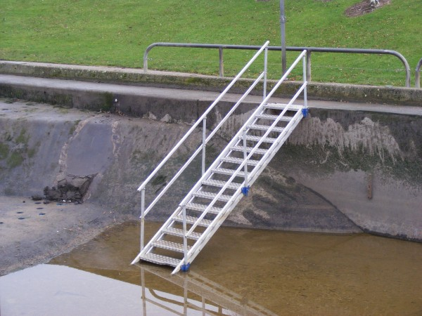 j-safe_access stair