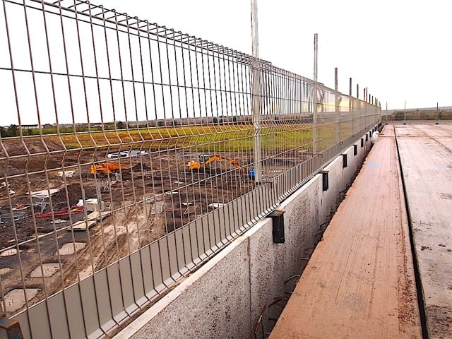 temporary edge protection system for pre cast twin wall panels